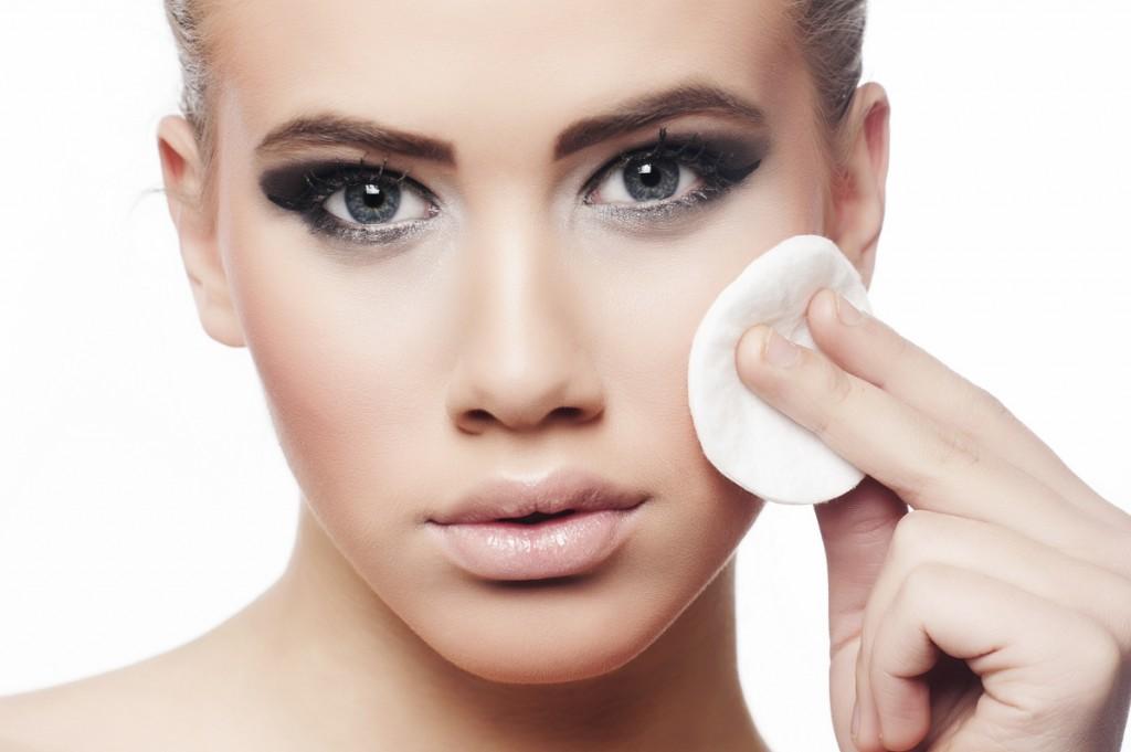 Wie können wir Mitesser, Pickel und vergrößte Poren loswerden? Hilft Manuka